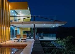 Casa Ave del Risco 'Villa con cascada y río en su interior' - Colima - Building