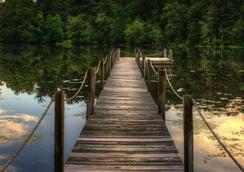 Highland Lake Inn & Resort - Flat Rock - Outdoors view