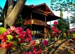 Nirwana Buton Villa - Baubau - Außenansicht