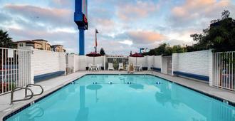 Motel 6 Santa Clara - סנטה קלרה - בריכה