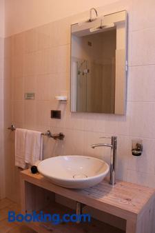 Hostellerie Le Lievre Amoureux - Saint-Pierre - Bathroom