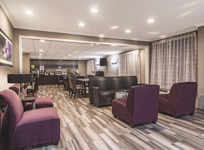 Wingate by Wyndham Brunswick - Brunswick - Lounge