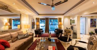 Best Western Plus Embassy Hotel - אתונה - לובי