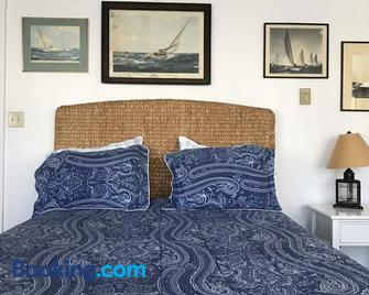 Topsides Bed and Breakfast - Wolfeboro - Bedroom