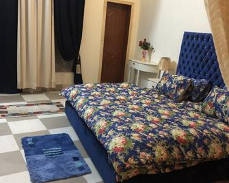 Aimys Villa Guest House - Multān - Bedroom
