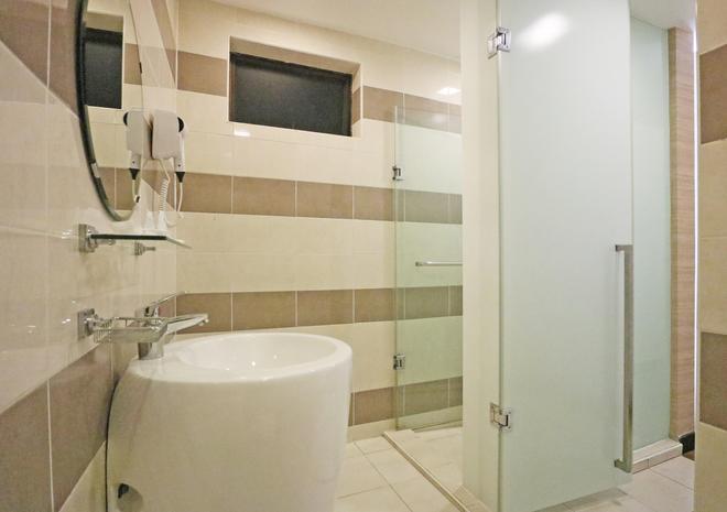 新山柑橘酒店 - 新山 - 浴室