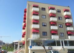 Hotel Elisabeth Due - Fano - Building