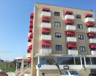 Hotel Elisabeth Due - Фано - Building
