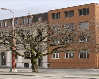 Hébergement Du Pod - Ла Шо-де-Фон - Building