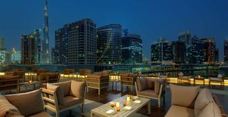 Radisson Blu Hotel, Dubai Waterfront - דובאי - מרפסת