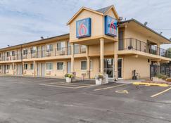 Motel 6 Oshkosh - Oshkosh - Rakennus
