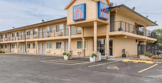 Motel 6 Oshkosh - Oshkosh - Κτίριο