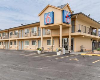 Motel 6 Oshkosh - Oshkosh - Gebouw