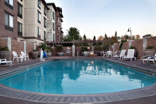 Country Inn & Suites by Radisson Ontario Mills, CA - Ontario - Pool