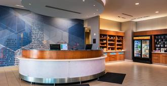 SpringHill Suites by Marriott Pittsburgh Southside Works - Pittsburgh - Front desk