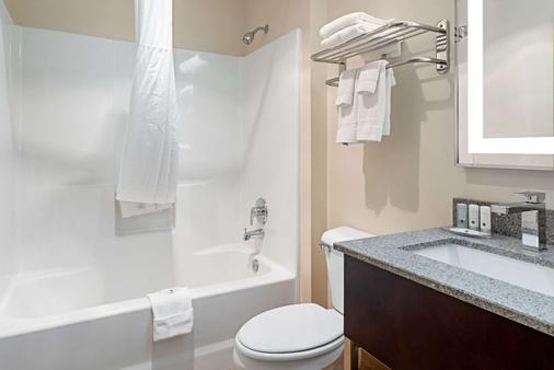 Quality Inn and Suites - Robbinsville - Bathroom