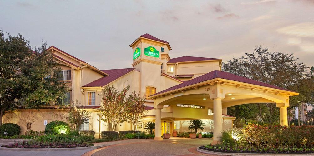La Quinta Inn Suites By Wyndham Houston Galleria Area C 80 C 1 6 8 Houston Hotel Deals Reviews Kayak