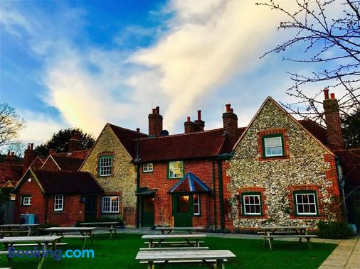The Stag and Huntsman - Henley-on-Thames - Building