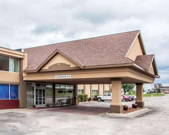 Quality Inn - Fort Dodge - Building
