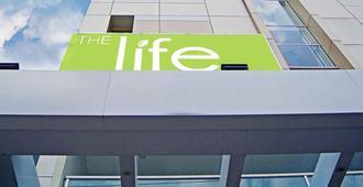 The Life Hotels City Center - Surabaya - Gebäude