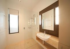 Mantra Boathouse Apartments - Airlie Beach - Bathroom