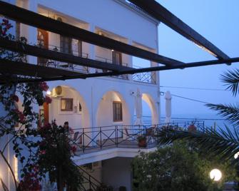 Travlos Studios - Poros (Cephalonia) - Building