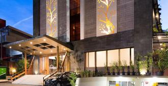 赫曼基尼飯店 - 萬隆 - 建築