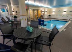 Fairfield Inn and Suites by Marriott Geneva Finger Lakes - Geneva - Piscina