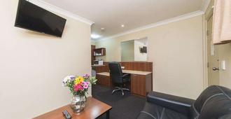 Rocky Resort Motor Inn - Rockhampton - Living room