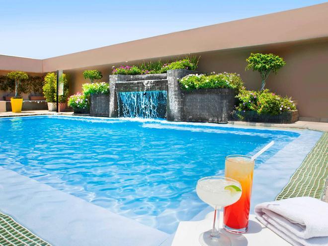 墨西哥城聖塔菲諾富特酒店 - 墨西哥城 - 墨西哥城 - 游泳池