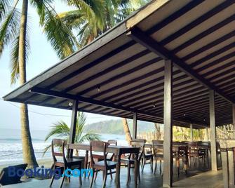 Kuda Laut Resort - Cisolok - Patio