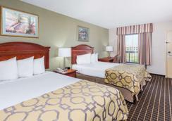 Baymont by Wyndham Clarksville Northeast - Clarksville - Bedroom