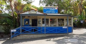 Nomads Noosa Backpackers Hostel - Noosa Heads - Building