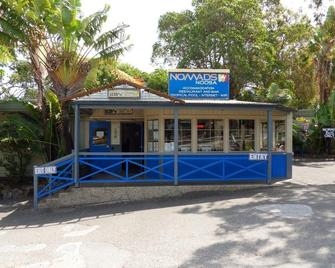 Nomads Noosa Backpackers Hostel - Noosa Heads - Building