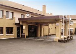 Quality Inn and Suites Binghamton Vestal - Binghamton - Building