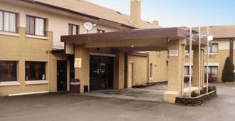 Quality Inn and Suites Binghamton Vestal - Binghamton