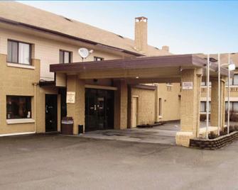 Quality Inn and Suites Binghamton Vestal - Binghamton - Gebäude
