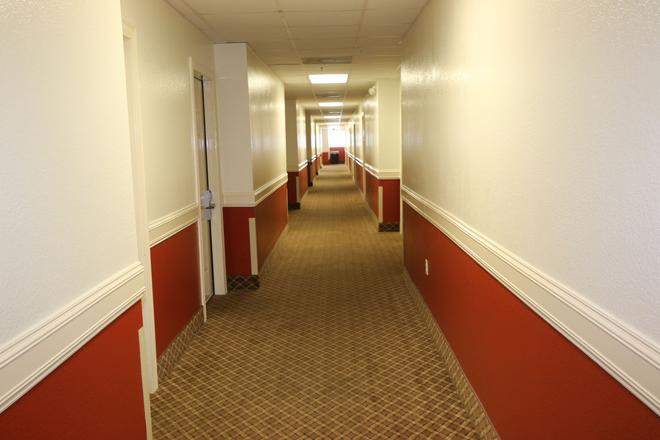 Island Inn - South Padre Island - Hallway
