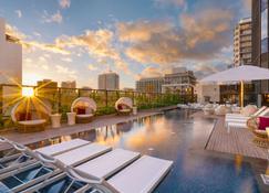 Hyatt Centric Waikiki Beach - Honolulu - Pool