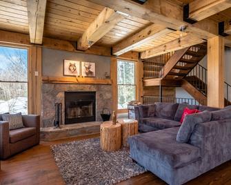RCNT Chalets - Lac-Supérieur - Living room