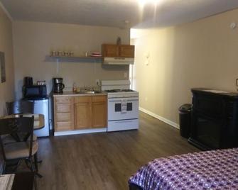 Wolfe Creek Studio Apt by Nancy K Homes - Fayetteville - Kitchen