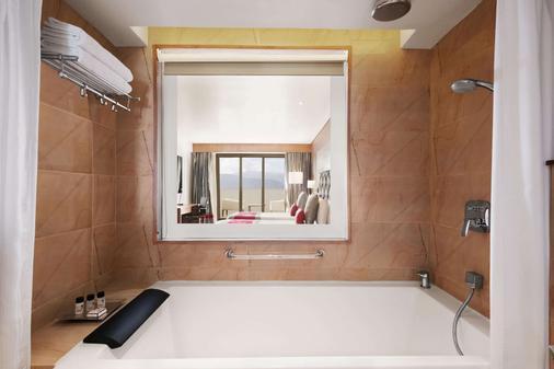 Ramada by Wyndham Darjeeling Gandhi Road - Darjeeling - Bathroom