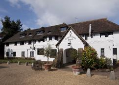 The Roundabout Hotel - Pulborough - Building