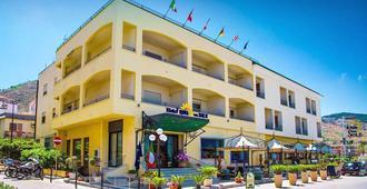 Hotel Riva del Sole - צ'פאלו - בניין