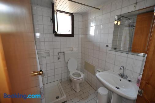 Hotel Sylvia - Kinira - Bathroom