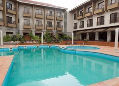 Ridge Royal Hotel - เคป โคสท์ - สระว่ายน้ำ