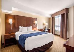 Comfort Inn & Suites - Medicine Hat - Bedroom