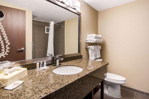 Comfort Inn & Suites - Medicine Hat - Bathroom
