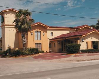 La Quinta Inn by Wyndham Lufkin - Lufkin - Byggnad
