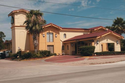 La Quinta Inn by Wyndham Lufkin - Lufkin - Building